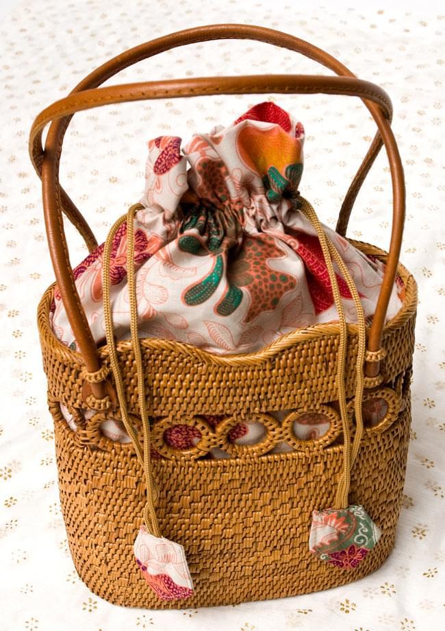 アタかご 巾着バッグ ココナッツボタン付き 発祥の地トゥガナン村で手作り【約19cm x 19.5cm】 9 - 巾着を広げてみたところです