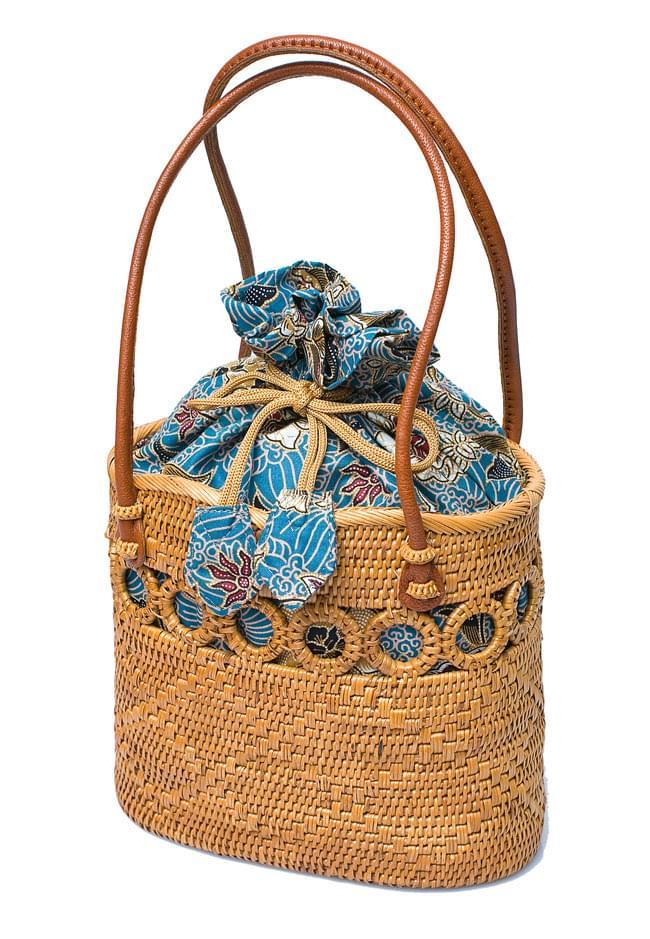 アタかご 巾着バッグ ココナッツボタン付き 発祥の地トゥガナン村で手作り【約19cm x 19.5cm】の写真