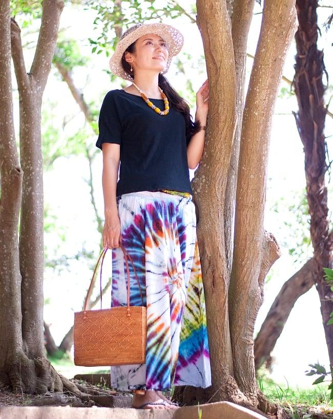 アタかご 巾着スクエアバッグ 発祥の地トゥガナン村で手作り【約22cm x30cm 】 14 - さまざまなお洋服に似合います。和装へもオススメ。