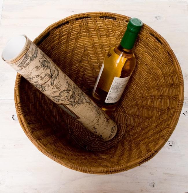 蓋付き収納アタバスケット 【高さ:約39cm】の写真6 - ご覧の通り、ワインボトルも収まる容量です。