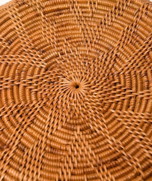 トゥガナン村のアタ タジン鍋型小物入れ 【23cm】の写真4 - 裏面を撮影してみました。極めて緻密に編み込まれている様子が伺えます