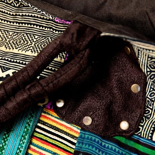 [一点物]モン族刺繍の大きなお出かけバッグ - 小【ポーチ付き】- 持ち手がブラウン 4 - 持ちて部分もしっかりしたデザインです。