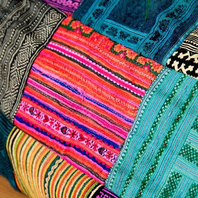 [一点物]モン族刺繍の大きなお出かけバッグ - 小【ポーチ付き】- 持ち手がブラウン 5 - 鮮やかな色合が美しいモン族刺繍です。