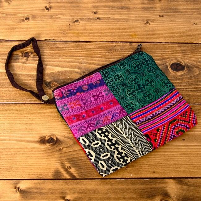 [一点物]モン族刺繍の大きなお出かけバッグ - 小【ポーチ付き】- 持ち手がブラウン 7 - ポーチは取り外し可能です。小さいものを入れるのに使いやすいサイズです。