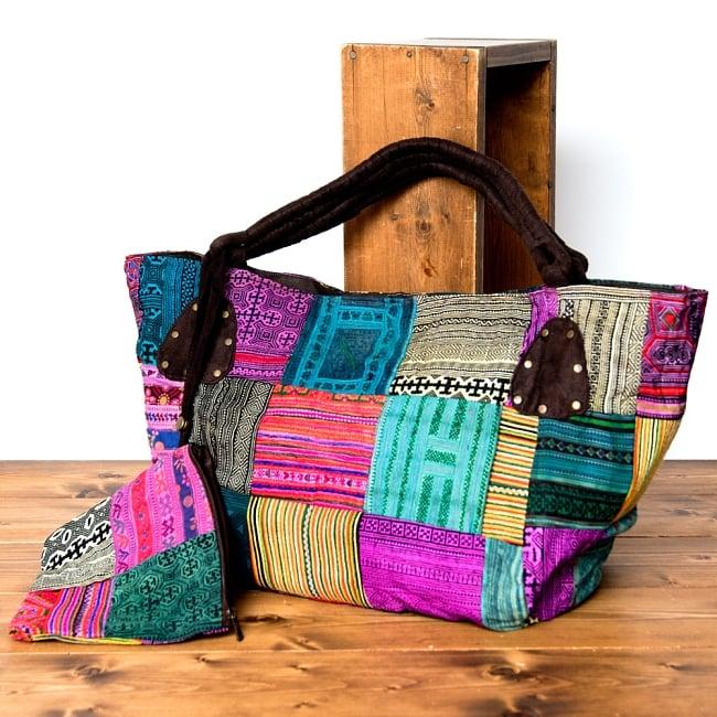 [一点物]モン族刺繍の大きなお出かけバッグ - 小【ポーチ付き】- 持ち手がブラウンの写真