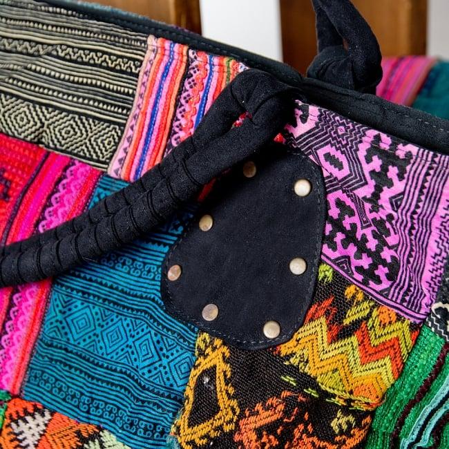 モン族刺繍の大きなお出かけバッグ - 小【ポーチ付き】- 持ち手がブラックの写真4 - 持ちて部分もしっかりしたデザインです。