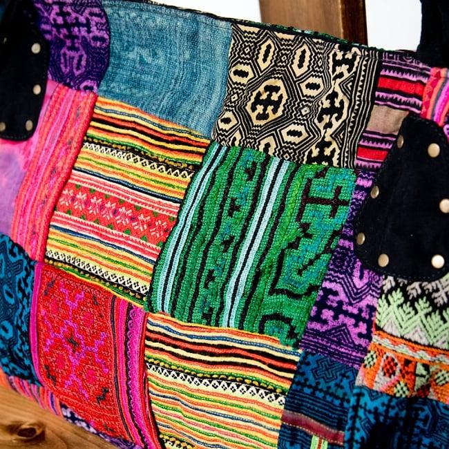 モン族刺繍の大きなお出かけバッグ - 小【ポーチ付き】- 持ち手がブラックの写真5 - 鮮やかな色合が美しいモン族刺繍です。