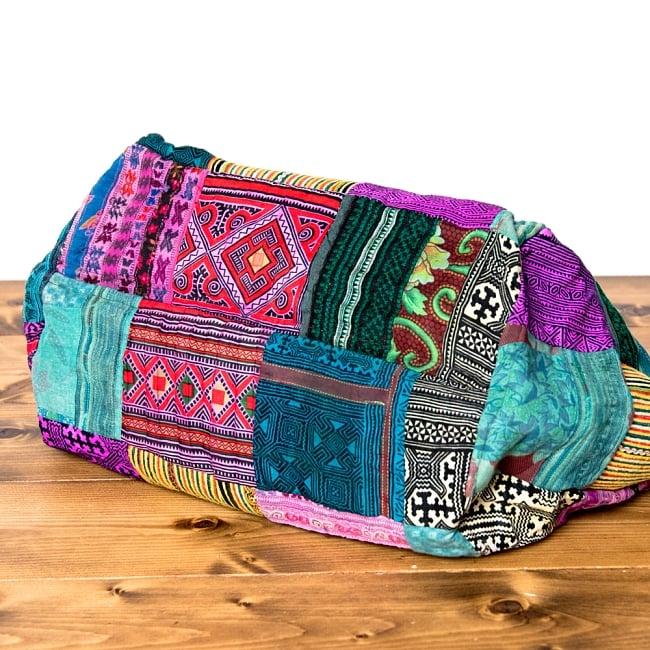 モン族刺繍の大きなお出かけバッグ - 小【ポーチ付き】- 持ち手がブラックの写真6 - マチもしっかりあるのでたくさん入りますよ!