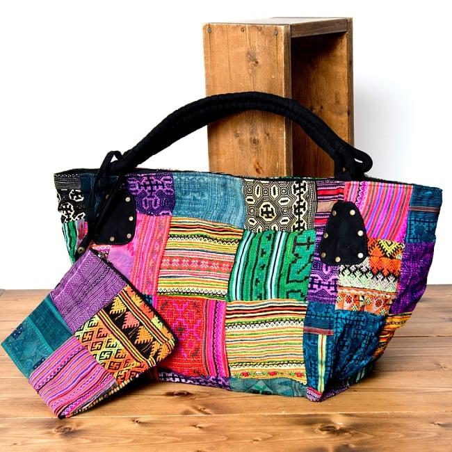 モン族刺繍の大きなお出かけバッグ - 小【ポーチ付き】- 持ち手がブラックの写真