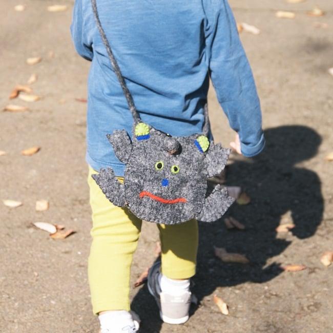 手作りフェルト ネパールのゆるいアニマルポシェット(ミニ) - カエル 9 - 子ども用のバッグにもとってもかわいいですよ