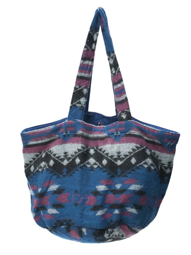 ネパールの機織りショルダーバッグ ブルー系の写真2 - 裏面の様子です。