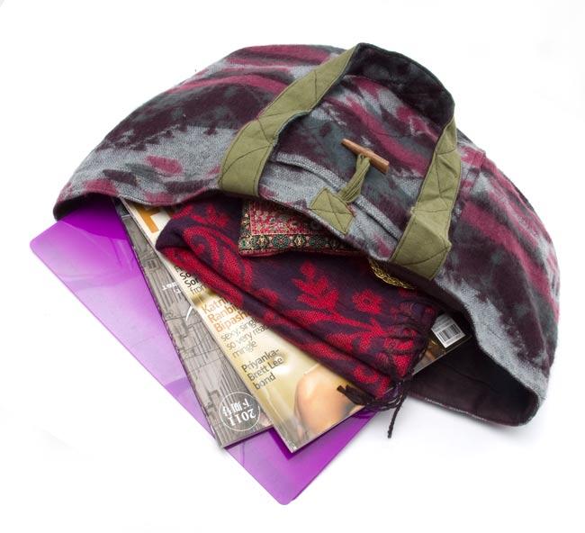 ネパールの機織りショルダーバッグ ブルー系の写真8 - A4サイズのファイルも余裕で入ります!