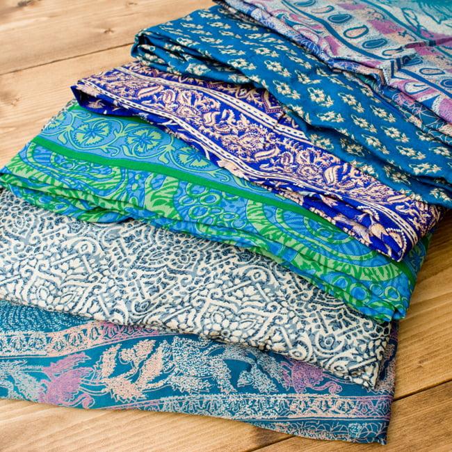 20通りの着方ができる魔法のスカート - 青系アソート 2 - 布地のアップです。布地はシルクと化繊の混紡です