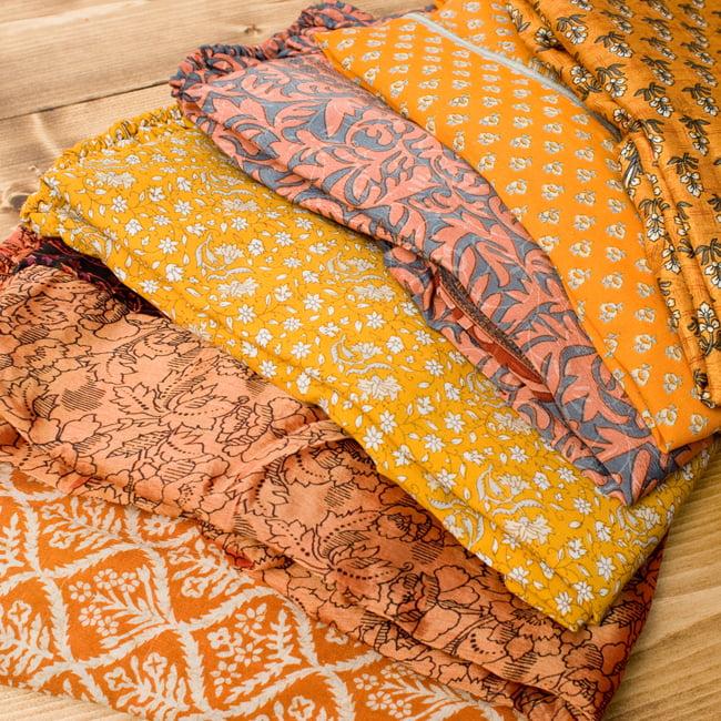 20通りの着方ができる魔法のスカート - 黄色、オレンジ系アソートの写真2 - 通常着用する感じにして、平たいところに置いてみました。