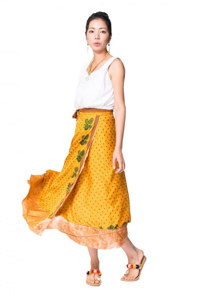 20通りの着方ができる魔法のスカート - 黄色、オレンジ系アソートの写真5 - こんな感じで着用することもできます。着方は自由自在!