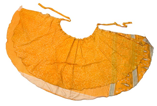 20通りの着方ができる魔法のスカート - 黄色、オレンジ系アソートの写真7 - 完全に平らな感じにしてみました。