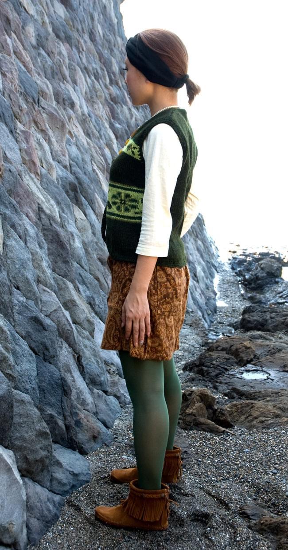 ネイティブ柄のふわふわ起毛のミニスカート の写真2 - 横から見るとこんな感じです。