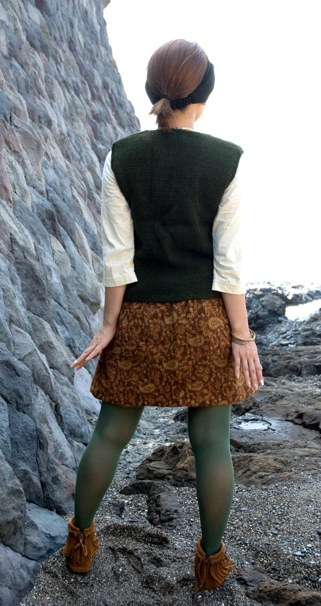 ネイティブ柄のふわふわ起毛のミニスカート の写真3 - 後ろ姿はこんな感じです。