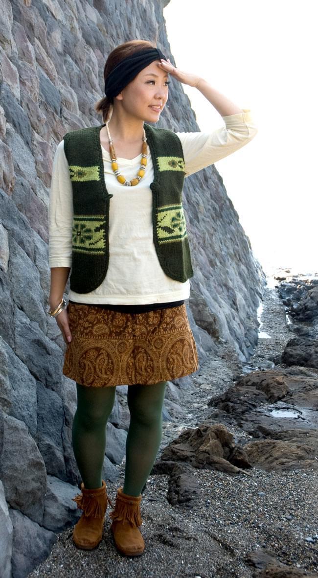 ネイティブ柄のふわふわ起毛のミニスカート の写真
