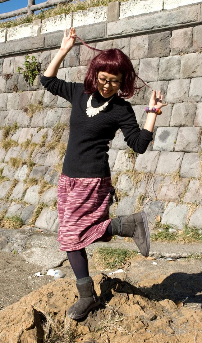 ゲリポケットのリブニットスカート 5 - ポケットを後ろにしてはいてみました。<br>E:茶×えんじ