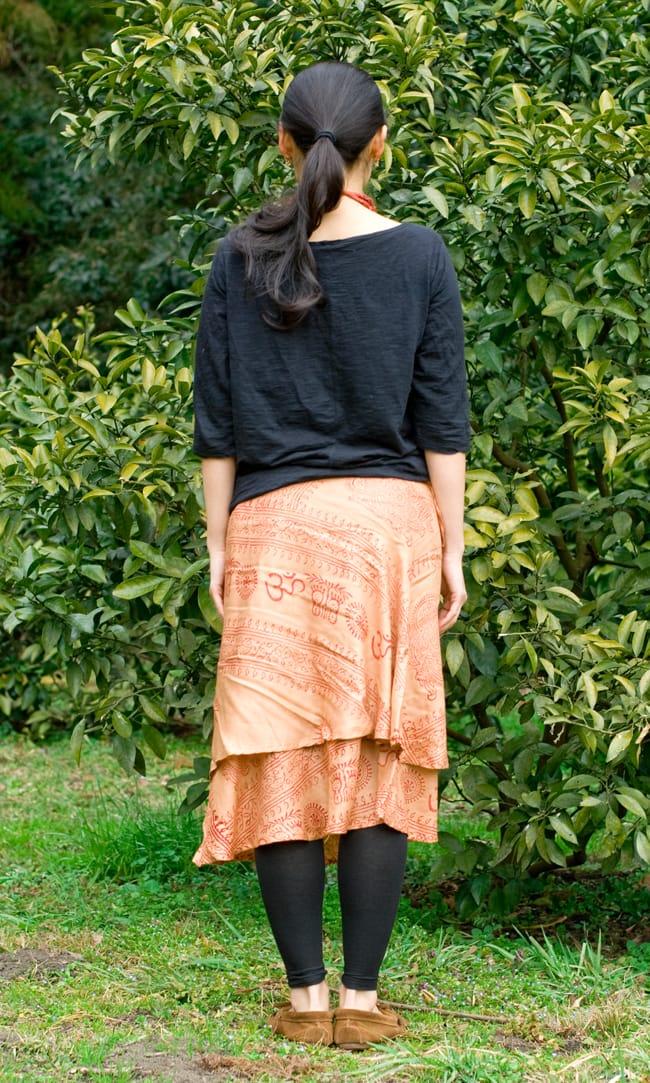 ラムナミフェアリー巻きスカート 薄茶の写真3 - 後ろ姿はこんな感じです。
