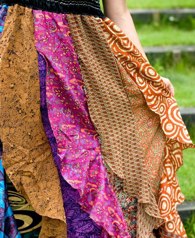 オールドサリーのフリルスカートの写真7 - 柔らかいオールドサリーの素材がとても気持ちよいです。