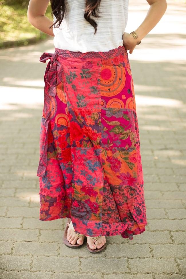 インドコットンのカラフル・パッチワーク巻きスカート 11 - カラフルだけど派手すぎない、落ち着きのあるカラーリングです。