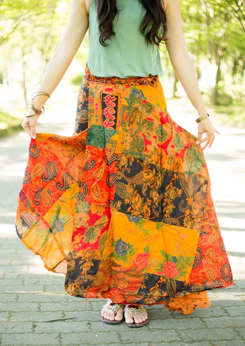 インドコットンのカラフル・パッチワーク巻きスカート 7 - リゾート感たっぷりのスカートです。