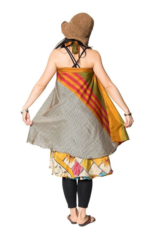 【1点もの】20通りの着方ができる魔法のスカート 黒系 4 2 - 背中側からみてみました。