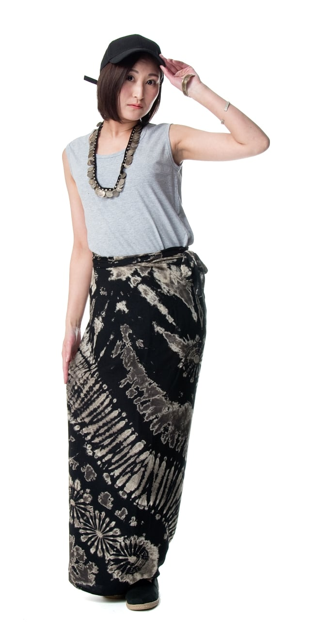 タイダイレーヨン巻きスカート 2 - 159cmのモデルさん着用例です。