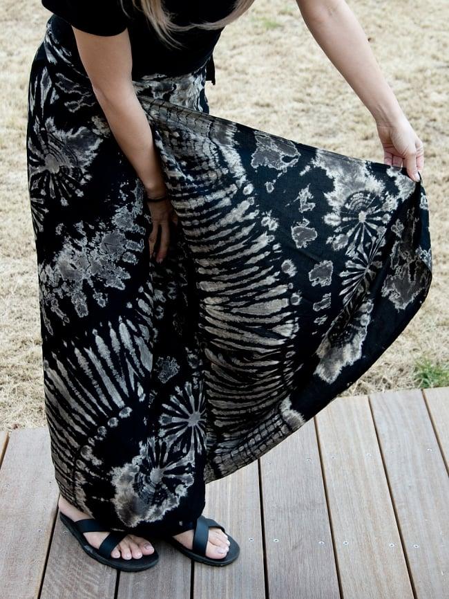 タイダイレーヨン巻きスカート 5 - ひらひらした肌さわりで履き心地最高です。 このように巻いてあります。