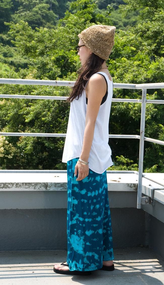 タイダイタイトロングスカート 【ブルー系】 2 - 横から見るとこんな感じです。