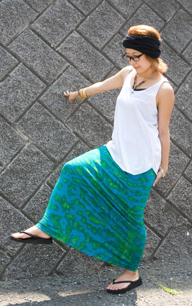 タイダイタイトロングスカート 【ブルー系】 6 - こんな感じでストレッチ効いてます!