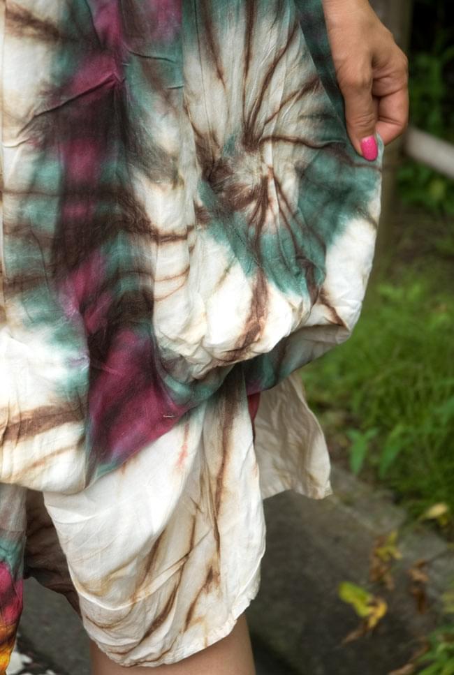 4通り楽しめる! タイダイロングスカート 【グリーン系】の写真4 - 実際に紐を結ぶとこのようなまあるいシルエットになります。