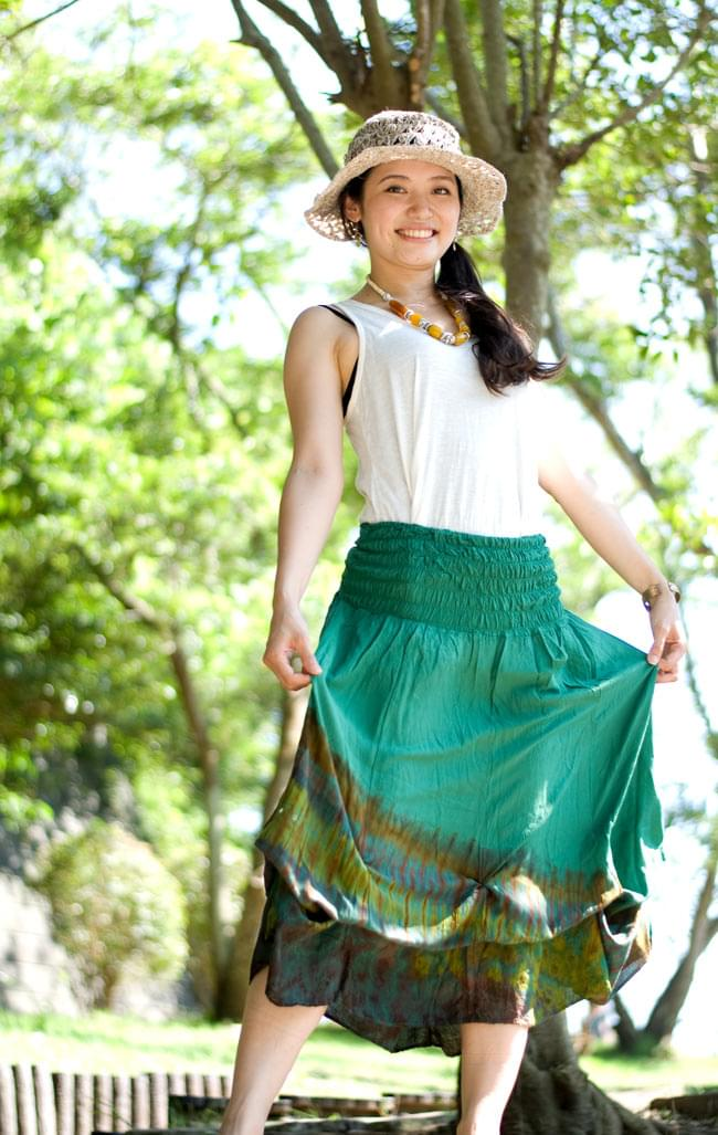 4WAYタイダイロングスカート 7 - 身長165cmのスタッフがウエストで履き、バルーン型にしています。