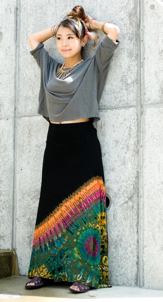 タイダイフレアロングスカート 2 - 身長150cmのモデルさんが着てみました。大人っぽい印象になりますね。
