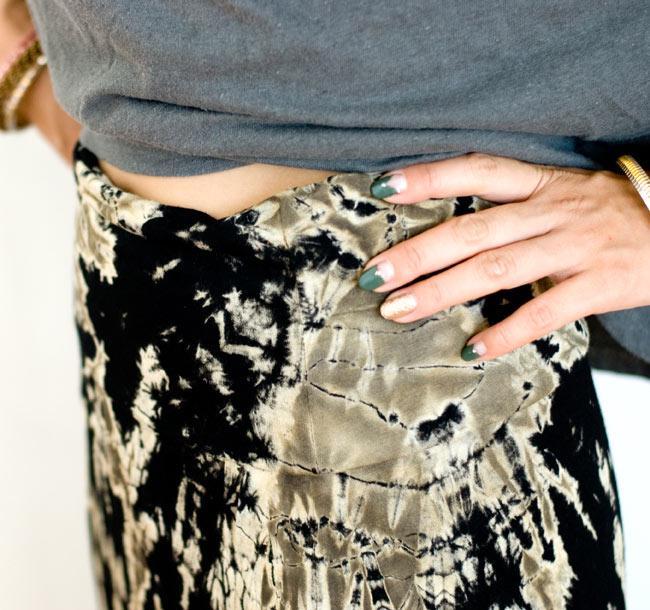 タイダイフレアロングスカート 5 - ウエスト部分もスッキリした印象です。