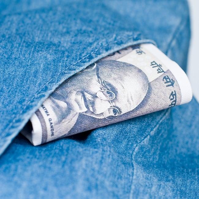 インドルピー札 そのまんま財布【500ルピー】 9 - ポケットに入れてみました!ひょっこり覗くガンジーが素敵です!