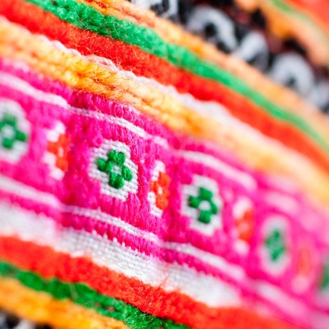 モン族の古布を使ったストラップ付き小物ケース 4 - 布地をアップにしました。細やかな刺繍が素敵です。
