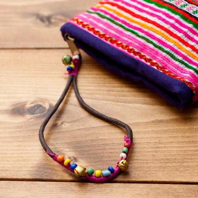 モン族の古布を使ったストラップ付き小物ケース 5 - ストラップをアップにしました。カラフルな鈴と紐が可愛いです。