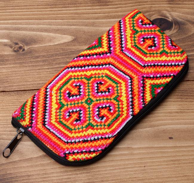 モン族の古布を使ったウォーレット 10 - 全体写真です。
