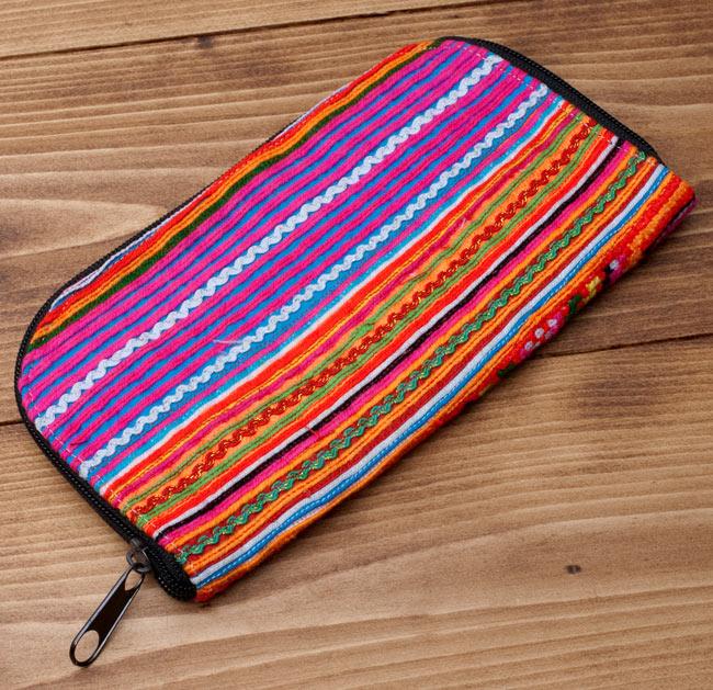 モン族の古布を使ったウォーレット 11 - 裏面は多少柄が違うのですが、表とマッチングした柄の布が使われています