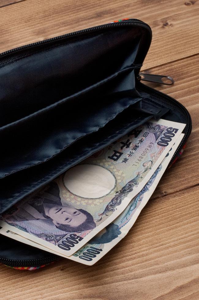 モン族の古布を使ったウォーレット 8 - 実際にお金を入れてみました。なお、お金は商品に含まれておりません