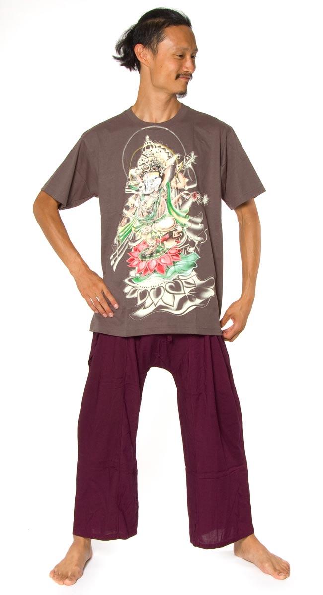 蓮の上で踊る!ダンシングガネーシャ Tシャツ 3 - 身長180cmのインドパパがLサイズを着てみました