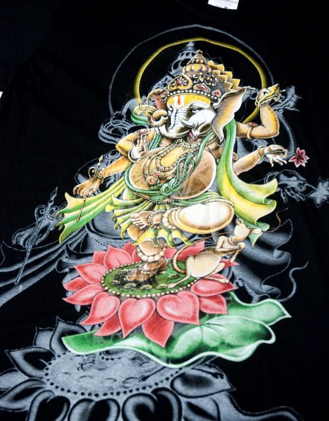 蓮の上で踊る!ダンシングガネーシャ Tシャツ 5 - 表面の拡大写真です。鮮やかで躍動感があります!