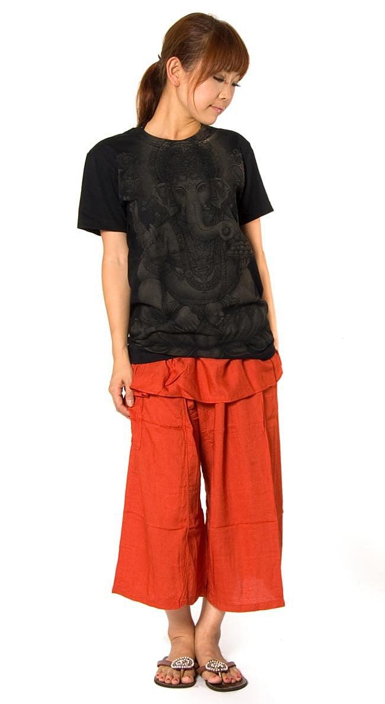 インドの神様!クールなガネーシャTシャツ 4 - 身長153cmのモデルがSサイズを着たところです