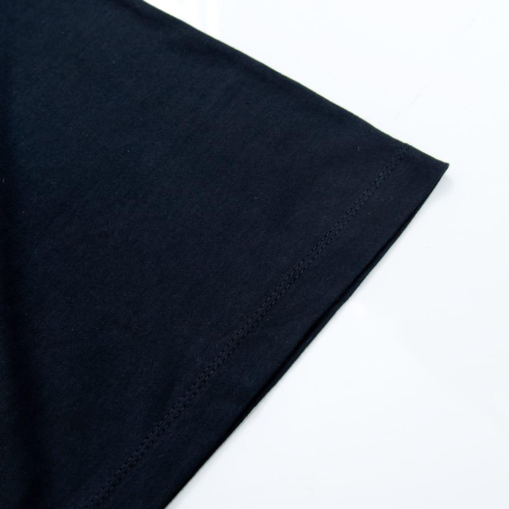 天高く咲く蓮 Tシャツ 6 - 袖口はしっかりと裁縫されています
