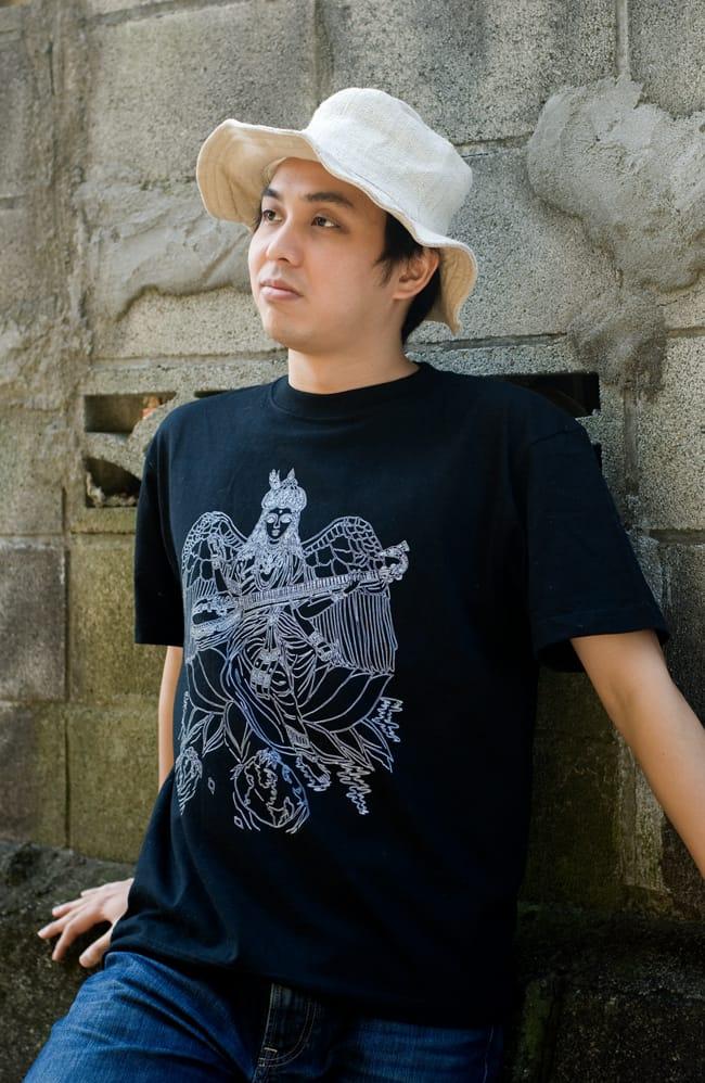 翼のあるサラスバティTシャツの写真