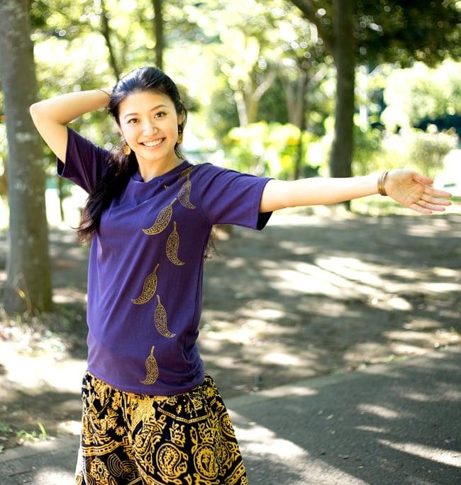 トウガラシ ウッドブロックプリントTシャツ 9 - 身長165cmのスタッフが【Mサイズ-紫色】を着てみました。