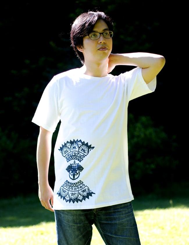 ガネーシャのひかり ウッドブロックプリントTシャツの写真11 - 身長165cmのスタッフが【Mサイズ-紫色】を着てみました。